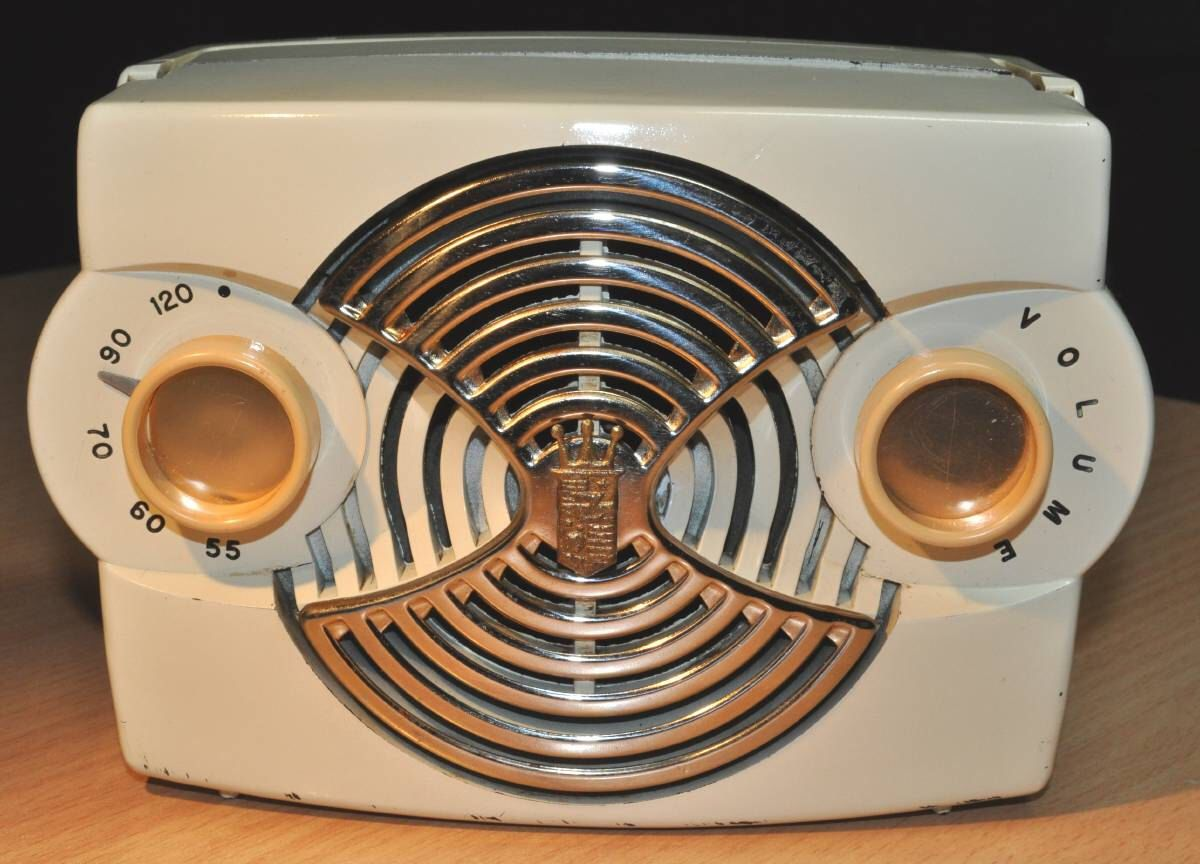 """ZENITH Model K412W Radio. """"Owl Eye"""" (1953) by RadioAge on Etsy https://www.etsy.com/listing/83127125/zenith-model-k412w-radio-owl-eye-1953"""