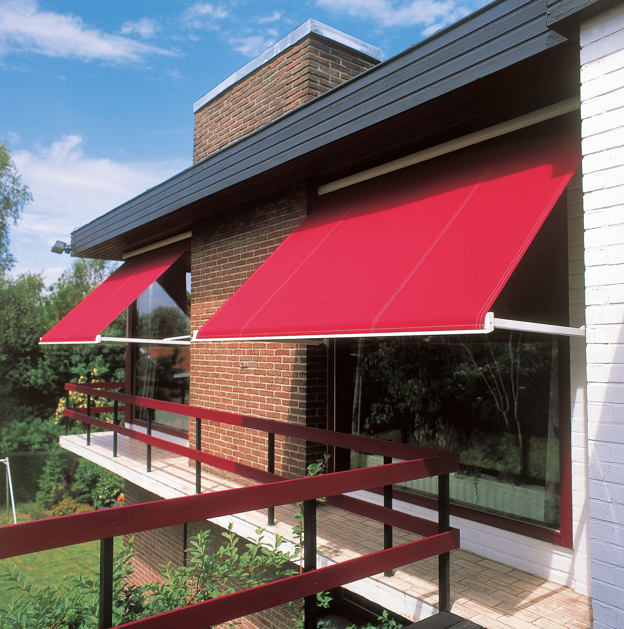 Markilux Drop Arm Awnings Can Be Supplied And Installed By Swr Installations Install Awning Window Exterior Outdoor Pergola Awning Sliding Shutters