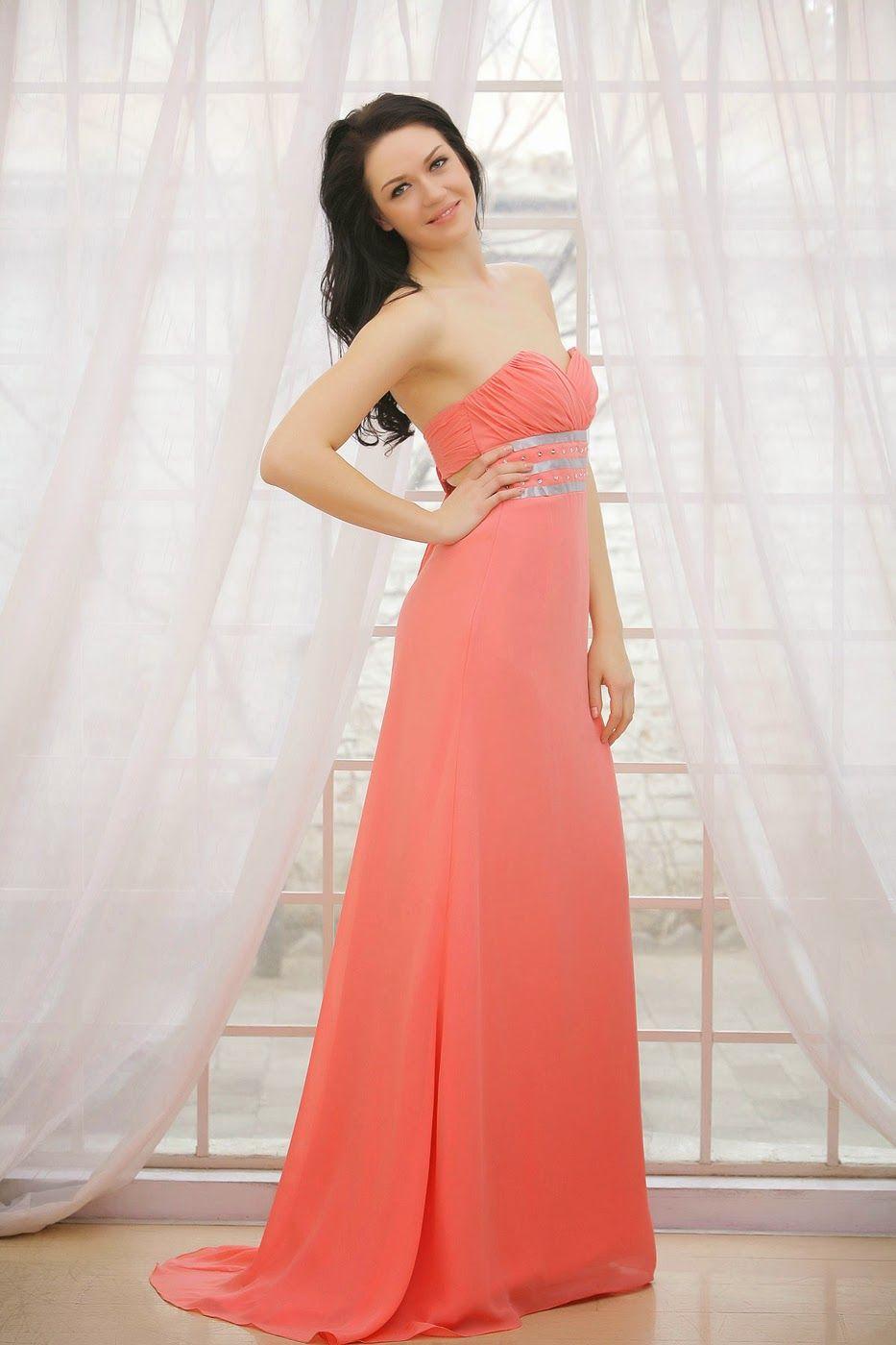 Asombrosos vestidos de fiesta escotados   Moda 2014
