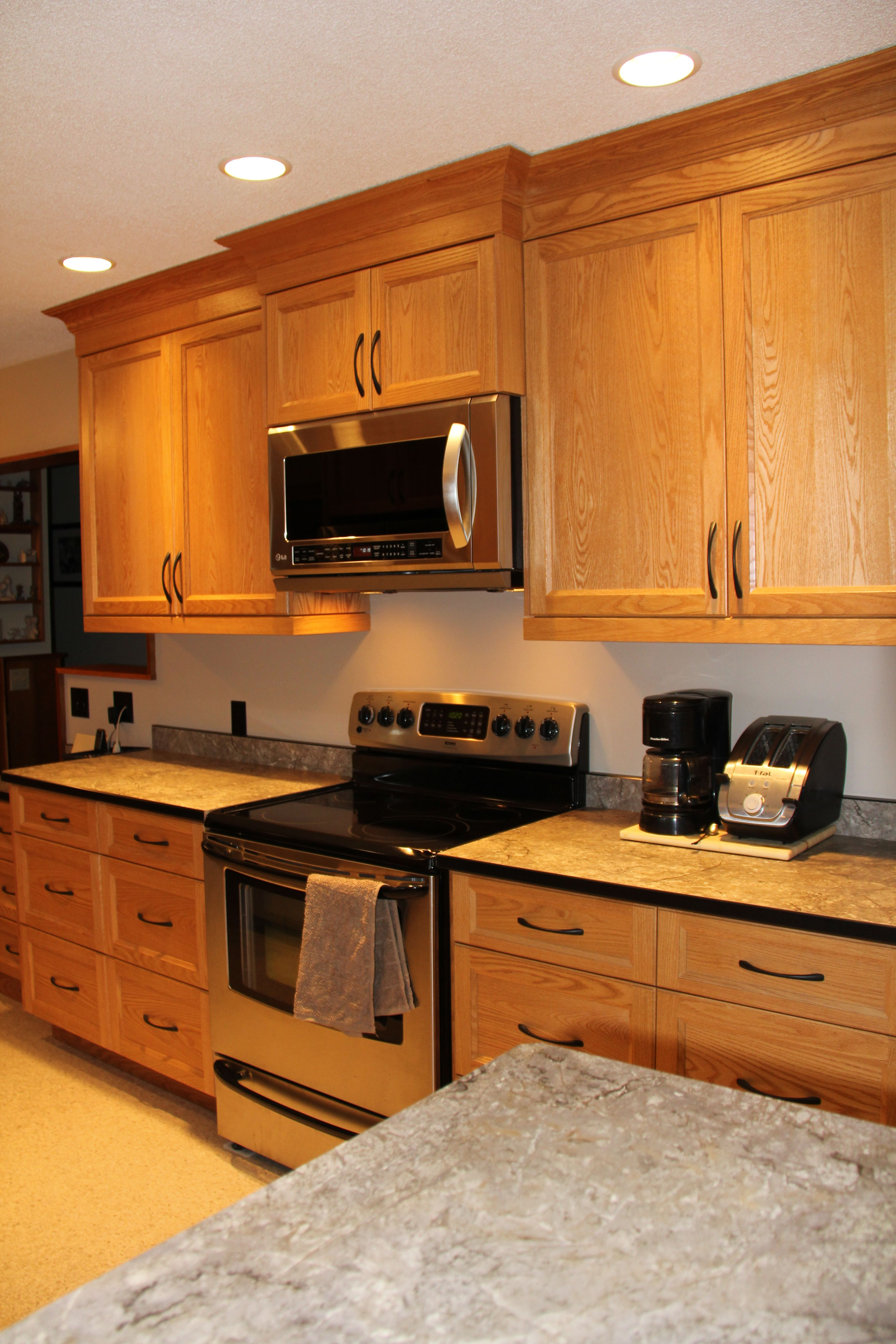 Red Oak Shaker Style Kitchen And A Laminate Countertop With A Solid Black  Corian Edge.