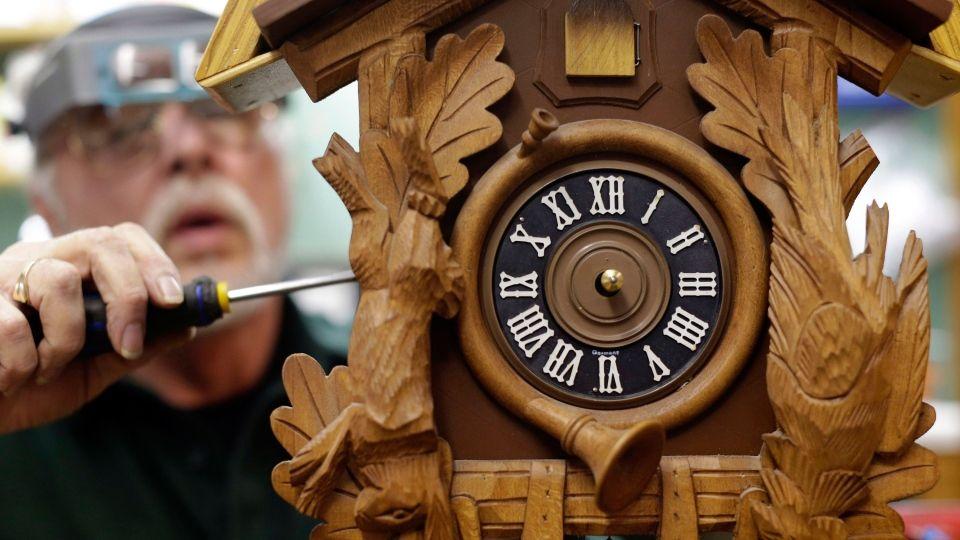 Diy Cuckoo Clock Repair Guide Cukcoo Clock Pinterest Clock