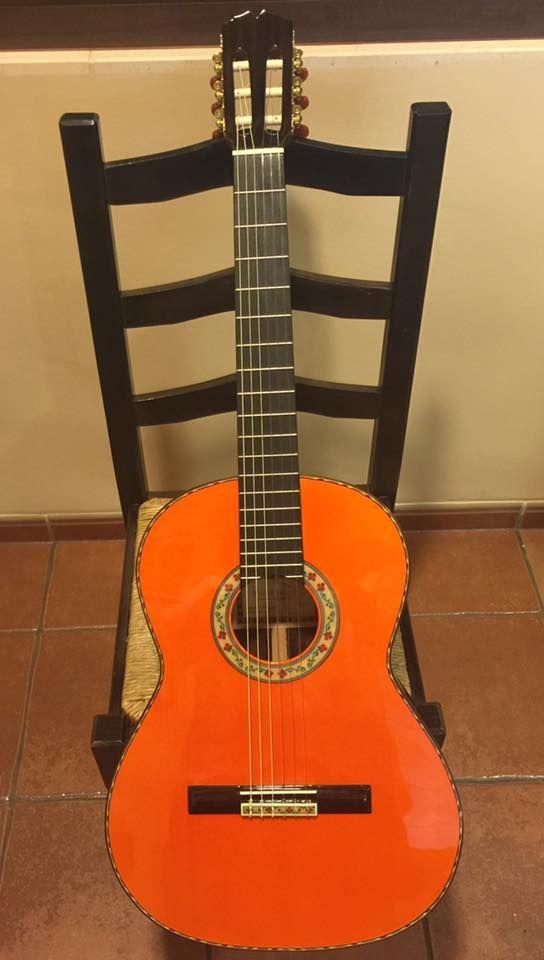 Hola Amigos Aquí Tenemos Las Nuevas Guitarras Artesanas Paco Navarro Modelo Mezquita Echarle Un Vistazo A Estas Flamencas Guitar Acoustic Guitar Instruments