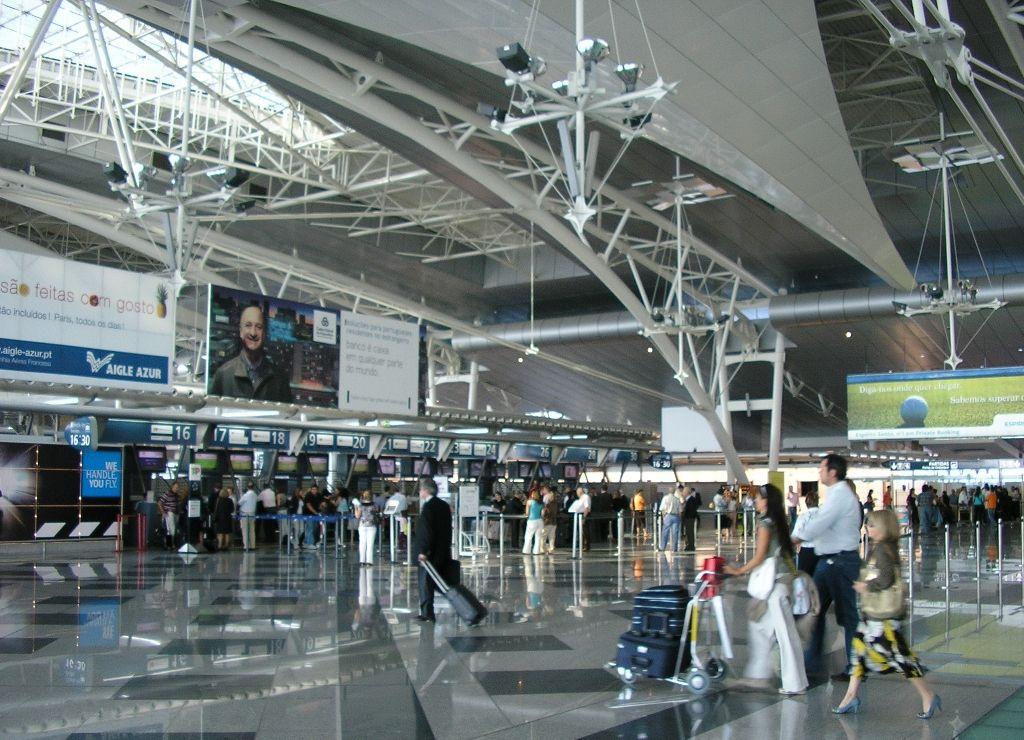 Resultado de imagem para aeroporto de porto portugal