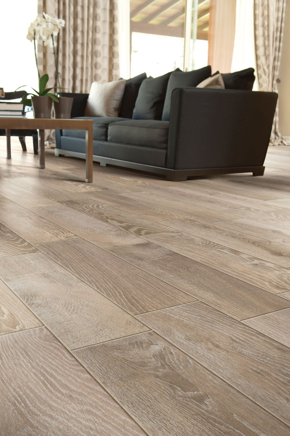 Love This Tile Plank Flooring Perfect Color For Weathered Oak Look Porcelain That Looks Like Hardwood Porcelainplanks Tileplanks