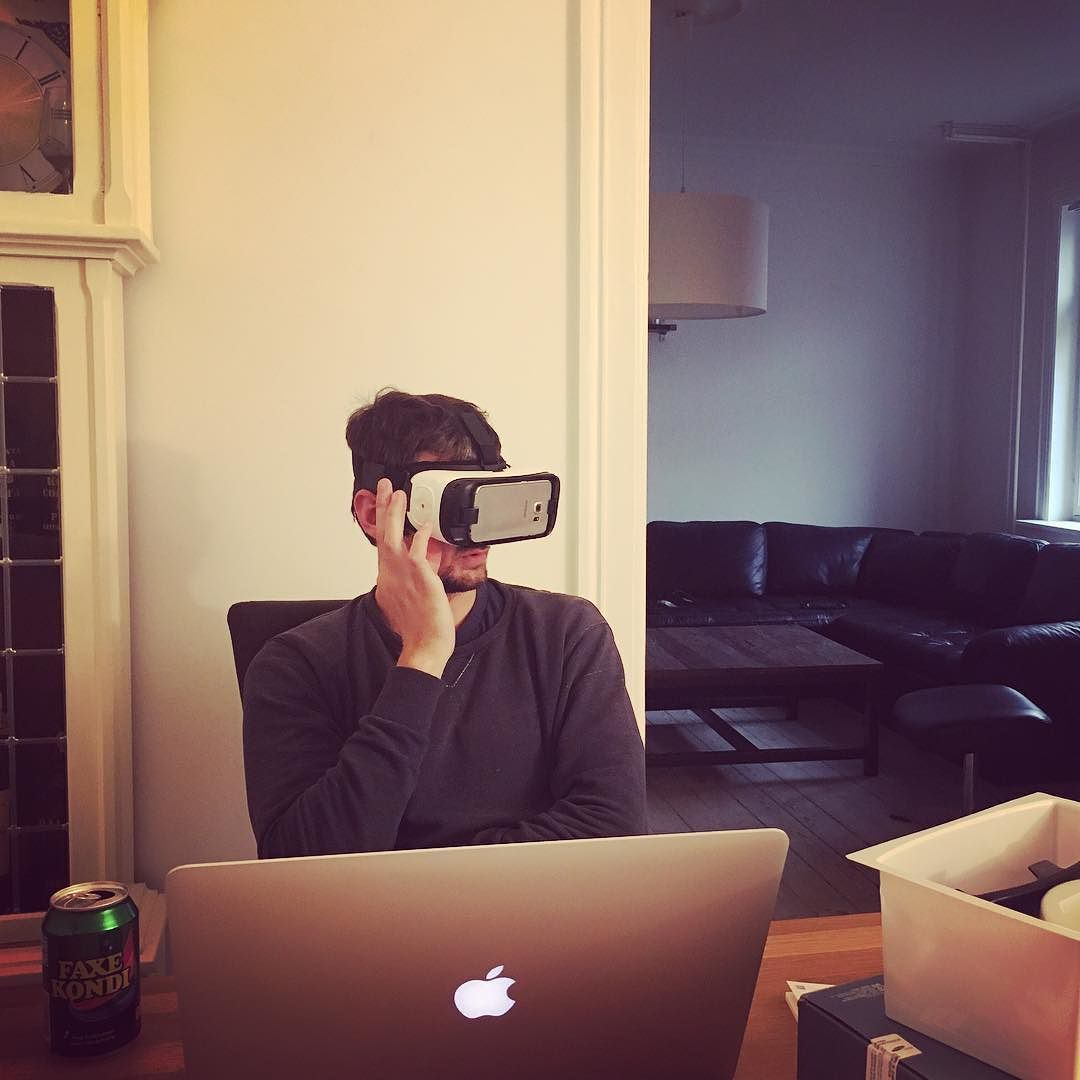 An awesome Virtual Reality pic! Når voksne mænd får nyt legetøj...  #samsung #gearvr #virtualreality #samsunggearvr by doniakrogh check us out: http://bit.ly/1KyLetq