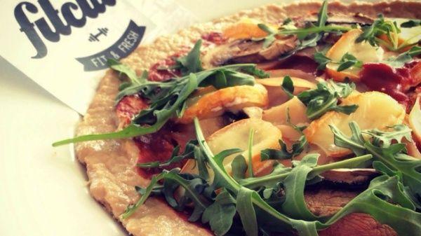 Určite si už niekedy mal chuť na pizzu, no nechcel si svoj režim narušiť štvor-miestnou kalorickou cifrou. Daj si pizzu, ktorá obsahuje absolútne zanedbateľný počet sacharidov a naopak je plná bielkovín, čo určite tvoje svaly ocenia!