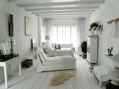 Woonkamer bij Jolanda. #binnenkijken #brocante #white #interior ...