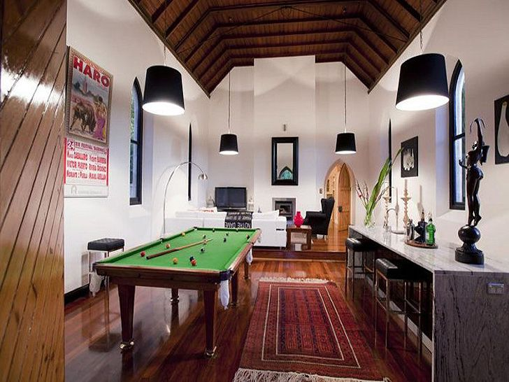 Historic Australian church is transformed into a modern reside...