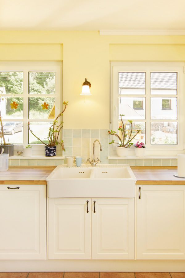Waschbecken In Landhaus Küche Mit Offenem Blick   ECO System HAUS