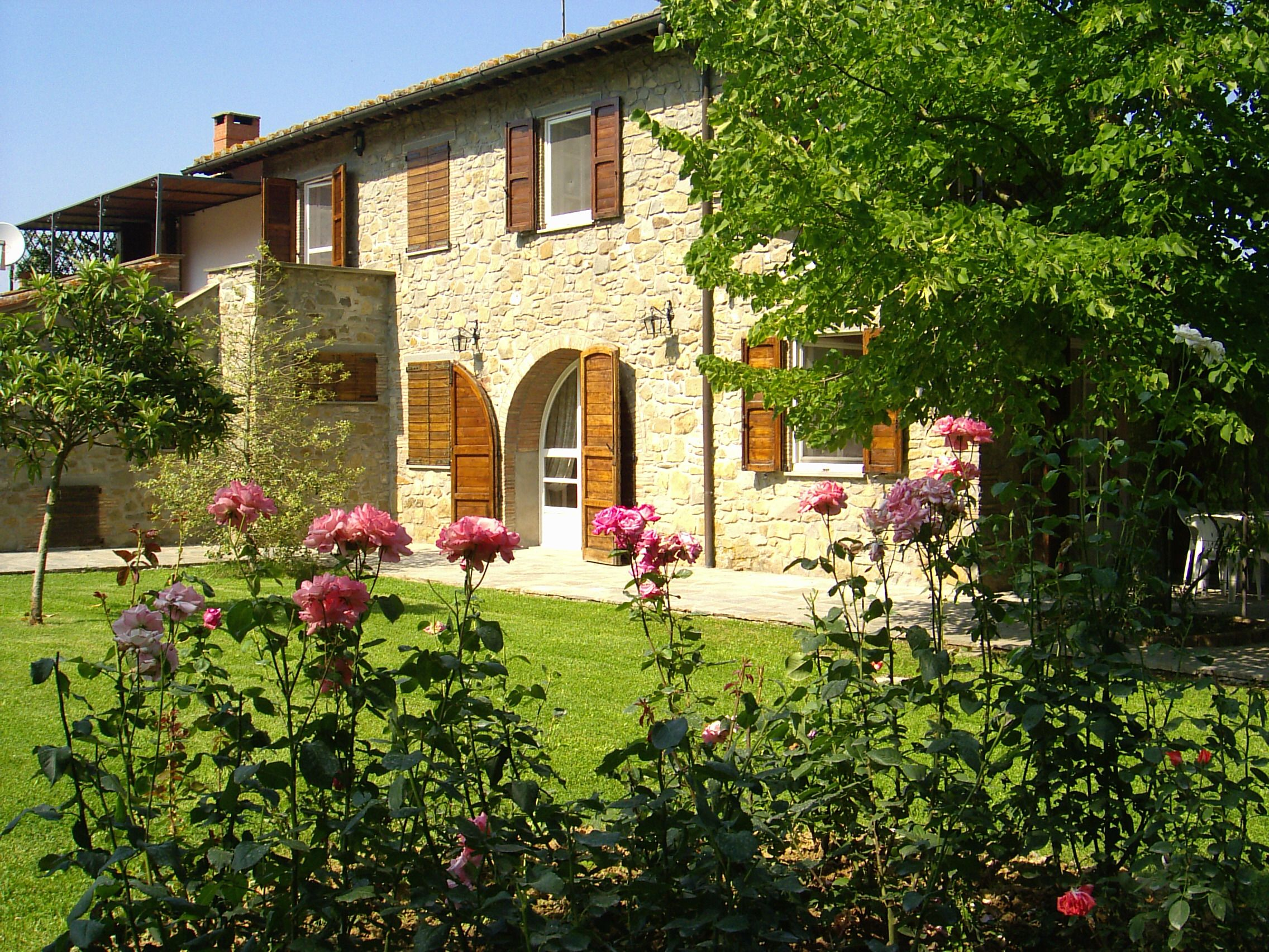 Rustic house on stone #Cortona , in the heart of Tuscany whit swimming-pool http://www.villainversilia.it/home.asp?idm=5412