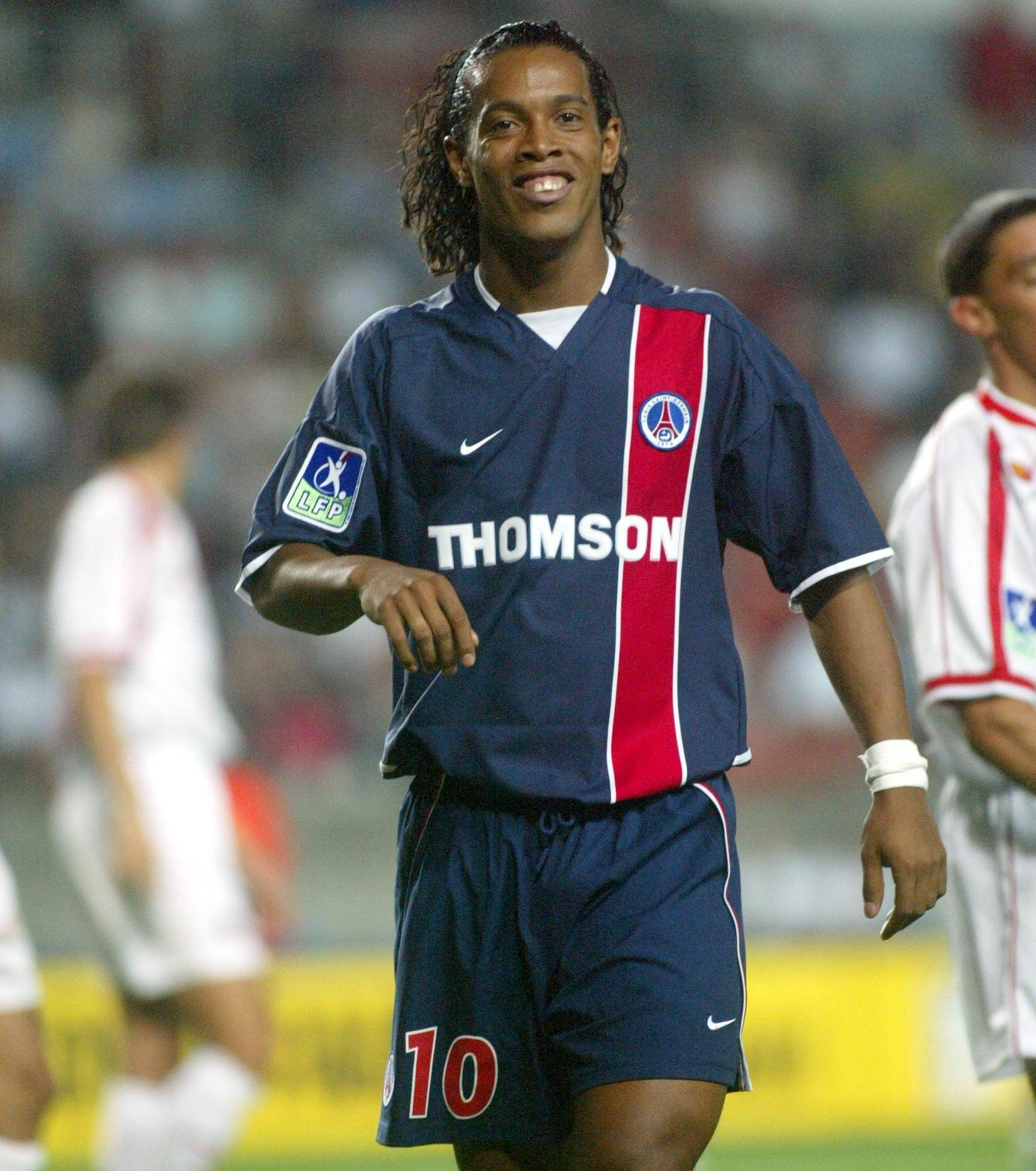 last but not least ronaldinho il n 39 aura rien gagn avec paris 2001 2003 mais il reste comme. Black Bedroom Furniture Sets. Home Design Ideas