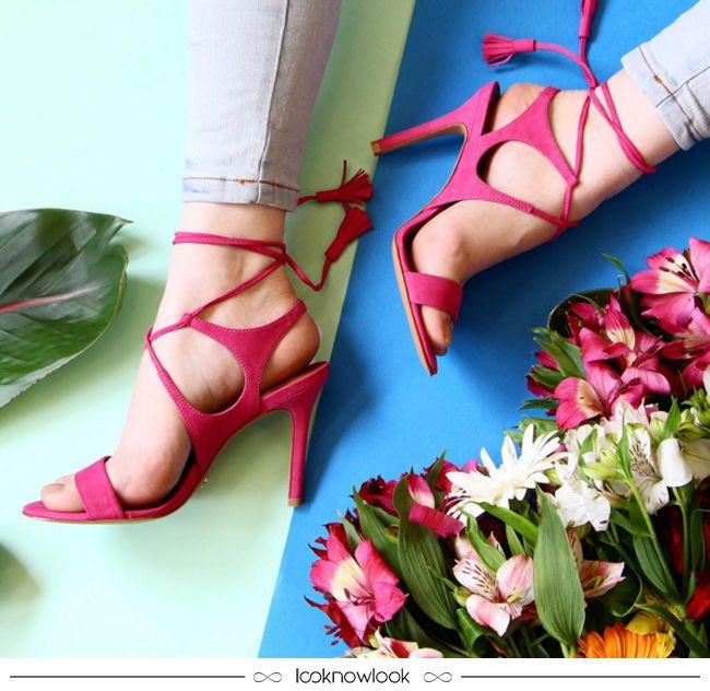 Sandália com amarração e aplicação de tassel na cor pink | Vicenza #sandália #vicenza #pink #sapato #calçados #shoes #sotd #tendência #moda #look #outfit #shop #loja #compreonline #lnl #looknowlook