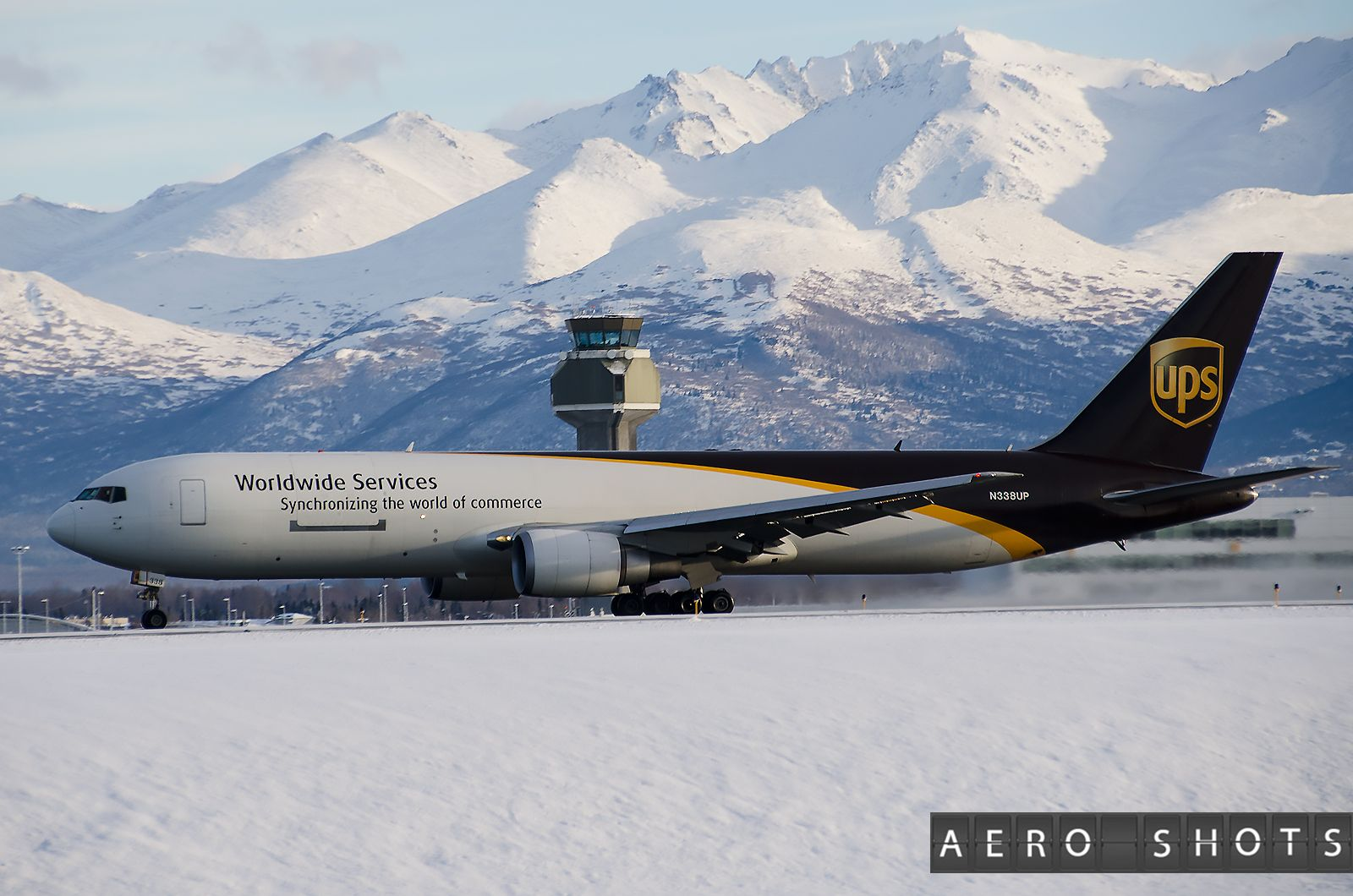 UPS Boeing 767 freighter N338UP at Anchorage ANC Vliegtuig