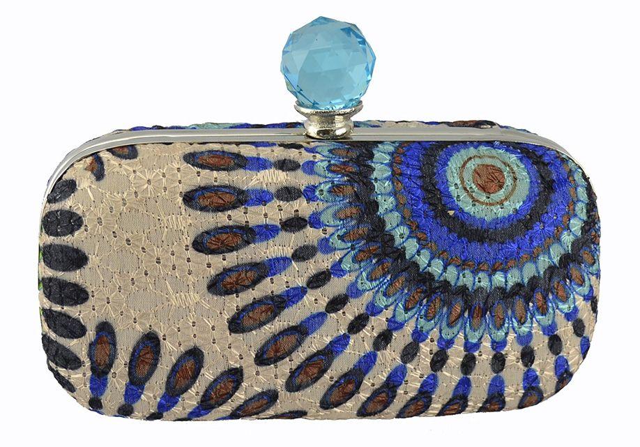fd0e884f6 Clutch Étnica em tecido estampado e pedra cristal.   Amamos CLUTCH ...