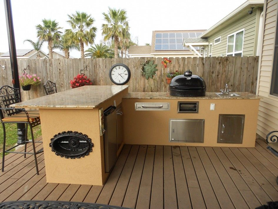 Hypnotic Outdoor Kitchen Granite Countertops With Big Green Egg Smoker Outdoo