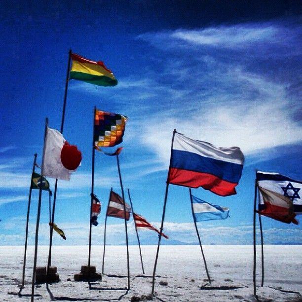.@bipolaire61 | Flags in Salar d'uyuni