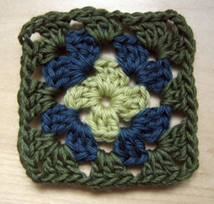 How To Make A Granny Square Granny Squares Crochet Granny And
