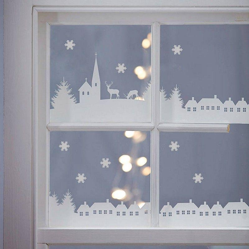 déco fenêtre Noël en papier blanc avec un éclairage intérieur