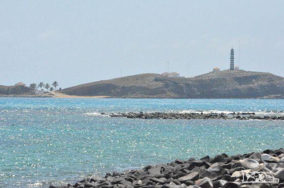 Santa Bárbara vista da ilha de Siriba em Abrolhos - BA Visitar página  Visualizar imagem