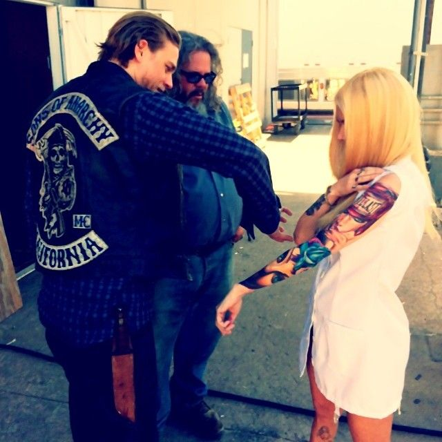Pin On Sons Of Anarchy On Set Of Season 7