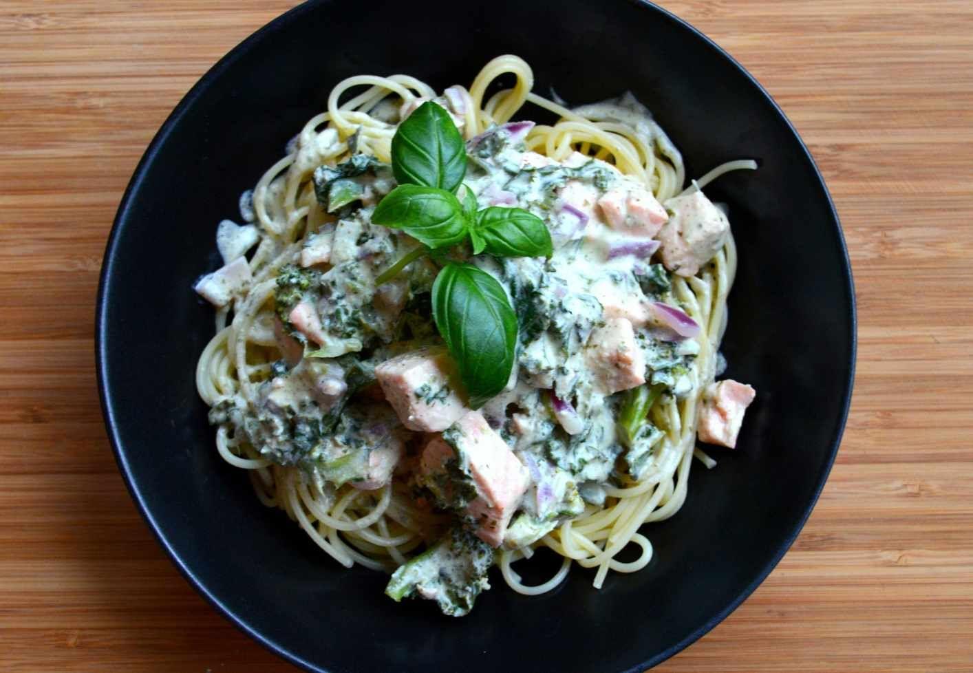 pasta med laks og grønnkål