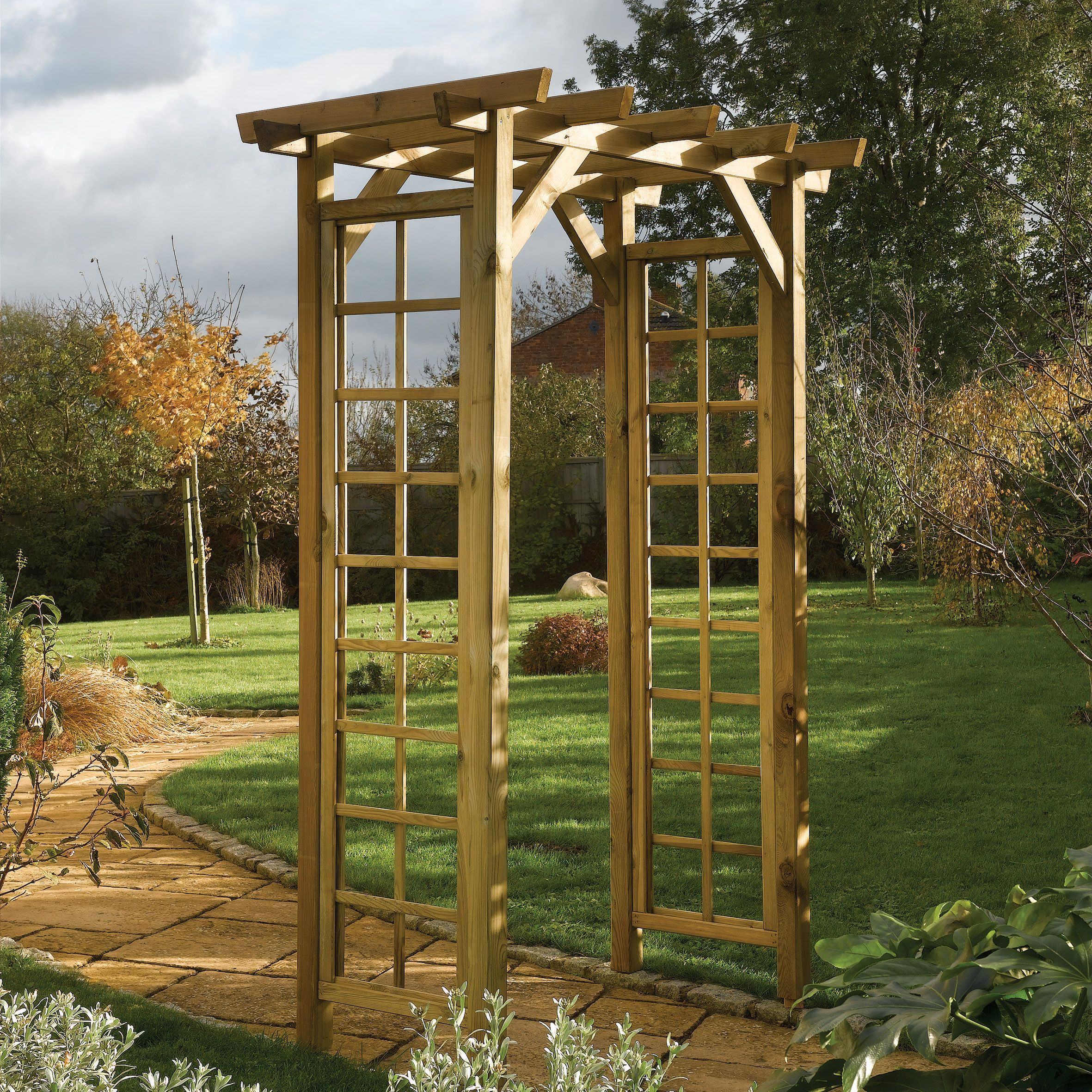 Pergola From B Q Middle Of Garden With Trellis Either Side