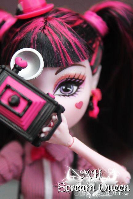Draculaura: Through My Eyes by KittRen