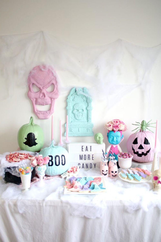 22 Halloween Decor Ideas for a Spooktacular Dinner Party | Halloween ...