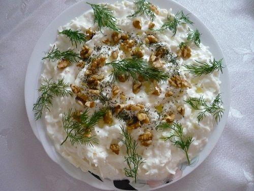 Yoğurtlu kereviz salatası tarifi.