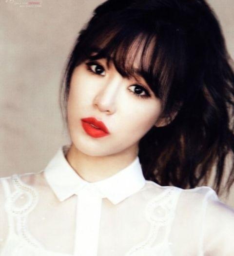 SNSD Tiffany rocks red lip