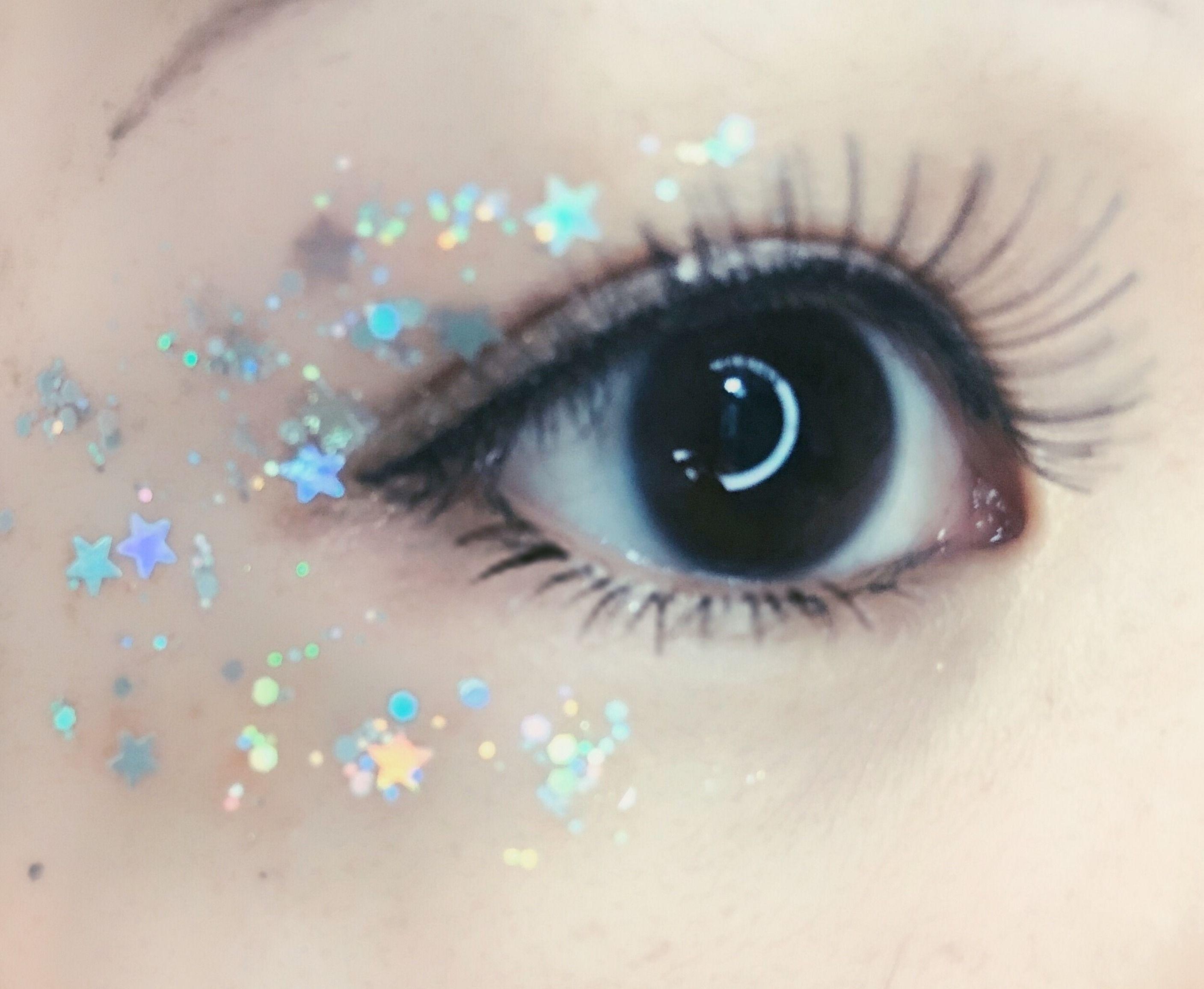 Stardust Glitter Makeup Glitter makeup, Flower makeup