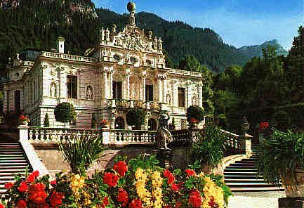 Linderhof Schloss King Ludvig S Tiny Tiny Palace In Southern Germany My Favorite Like A Faberge Egg Linderhof Palace Castle Pictures Castles To Visit