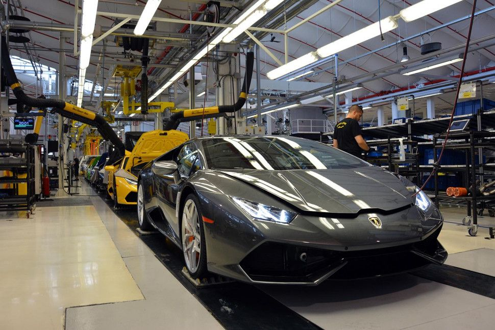 How Lamborghini Are Made Factory Tour Pics Prod Process Digital Trends Lamborghini Factory Factory Tours Sports Cars Luxury