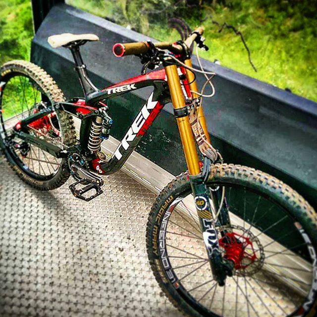 Downhill Adiction On Instagram Insane Trek Session 9 9 Carbon By Macphailster With Fox Kashima Suspensions And Ho Trek Mountain Bike Downhill Bike Mt Bike