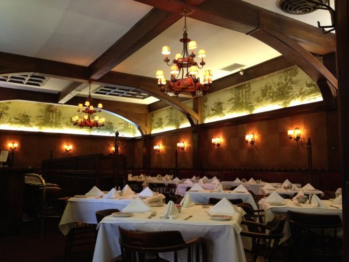 Musso Frank Grill In Hollywood Ca Classic Old Hollywood Joint Oldest Restaurant In The Area Frank S Restaurant Grilling Liver And Onions