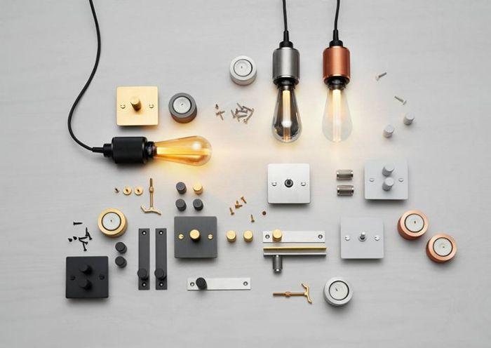 メタリックな電球や電源、ソケット類。キレイです。 こちらはイーストロンドンのガレージで設立され、主にスチールの […]