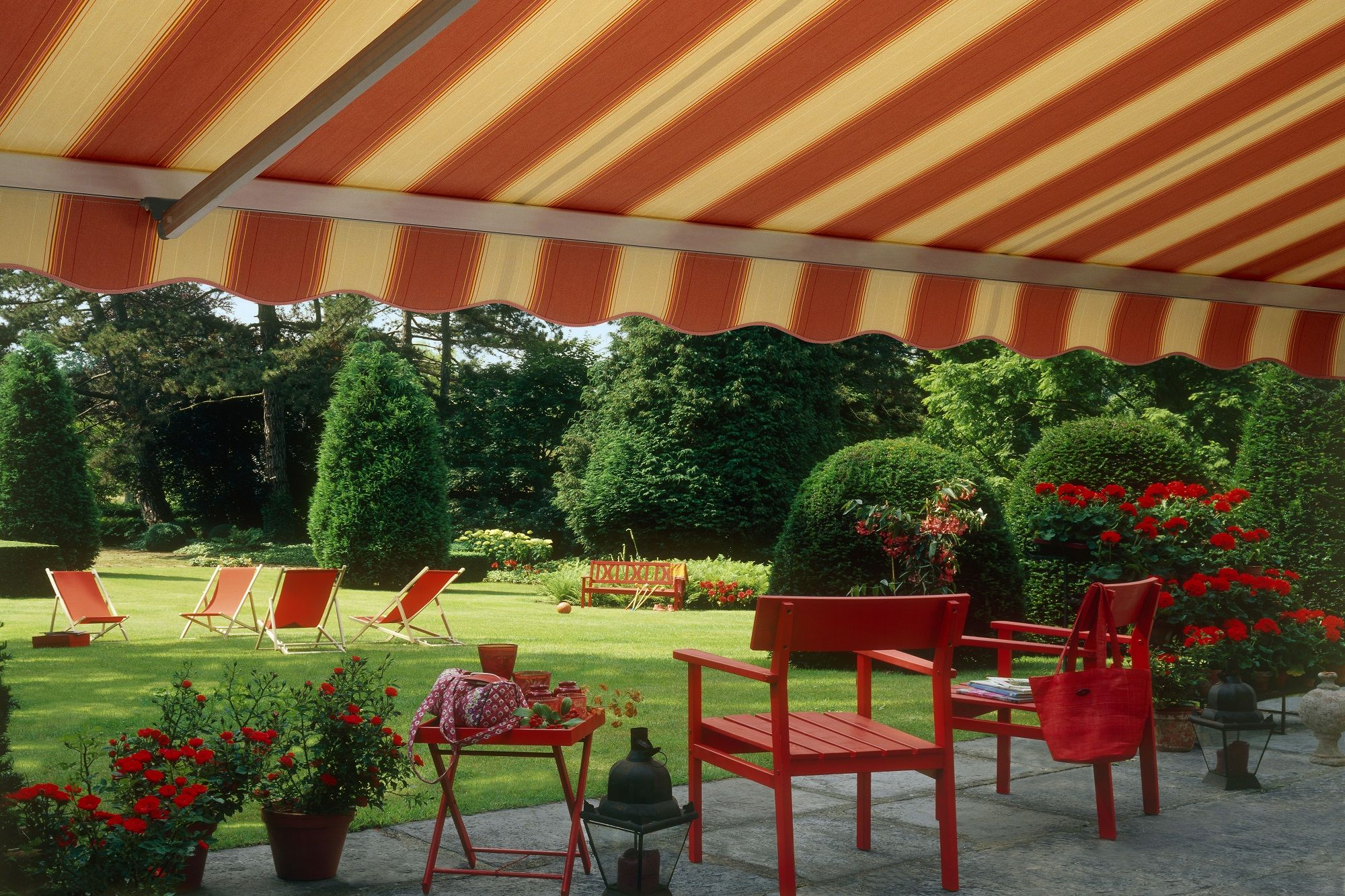Retractable Folding Lateral Arm Residential Awning Deck With Pergola Residential Awnings Covered Pergola
