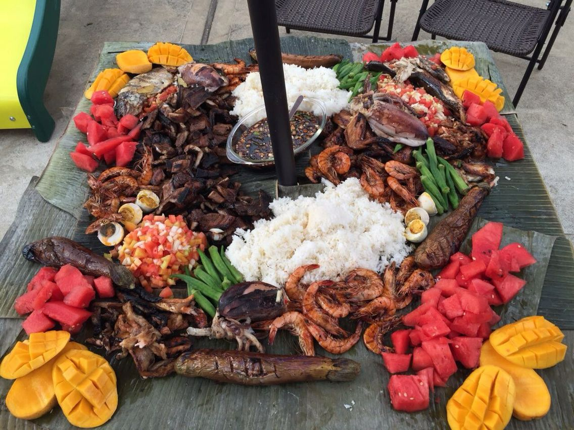 Filipino table setting - Bananas
