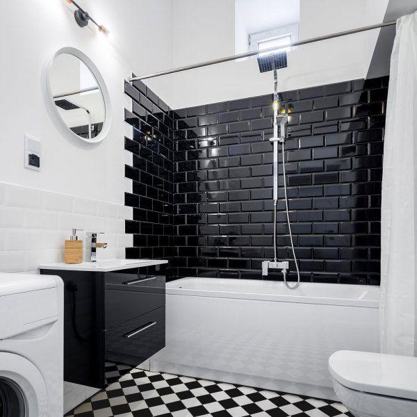 Carrelage Metro Blanc Ou Noir On Aime Les Deux In 2020 Black Wall Tiles Glossy Kitchen Black Subway Tiles