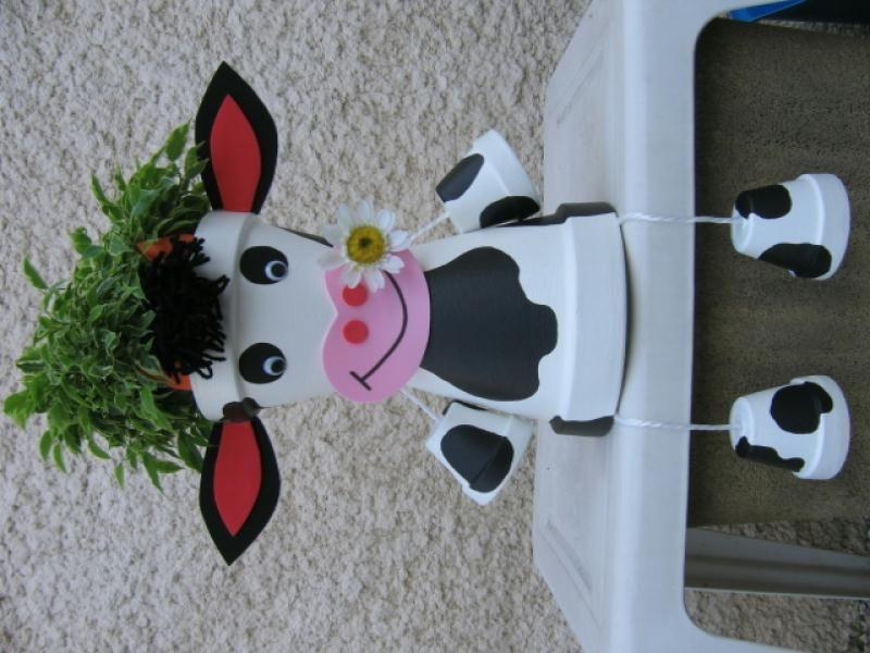 Vache assise cr ation personnage en pot de stephanie01 n 41 684 vue 18 050 fois mousse et pots - Creation avec pistolet a colle ...