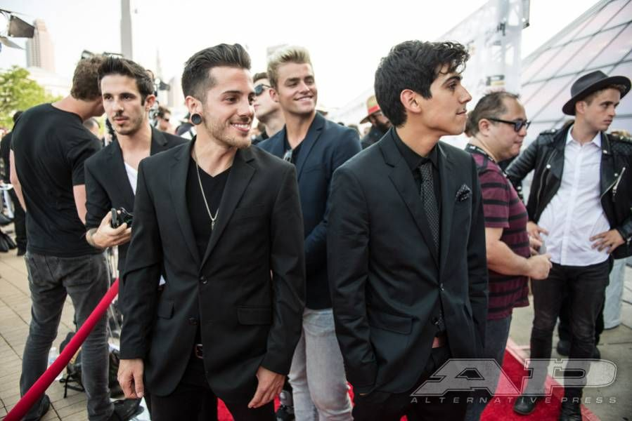 Walk The Red Carpet With This Exclusive Apmas Gallery Alternative Press Crown The Empire Attractive Male Empire