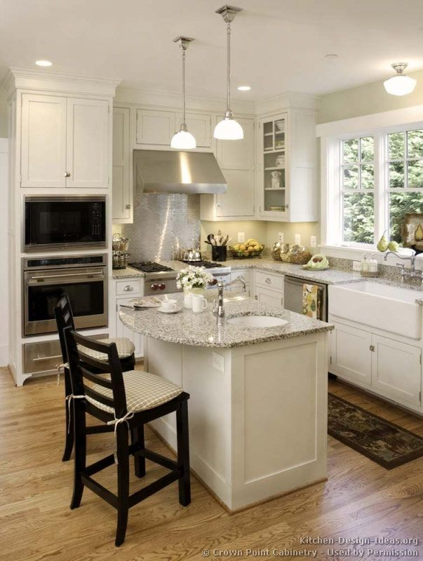 Traditional White Kitchen Cabinets C Crown Point Cabinetry Crown Point Com Used By Permission Square Kitchen Layout Kitchen Design Small Kitchen Layout