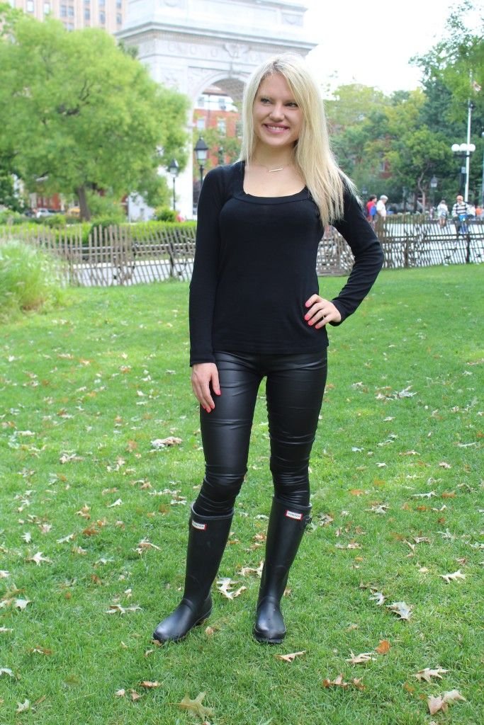 girl in cheap black leggings and hunter boots Caitlin Hartley of ...
