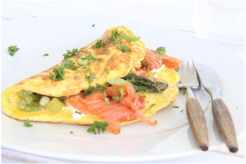 Omelete de salmão e ervas que reduz estresse – Ideias Diferentes