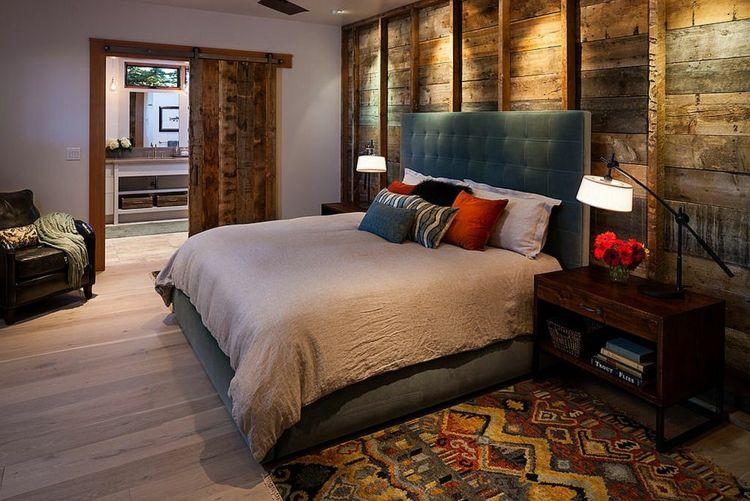 Deko Ideen Schlafzimmer Großes Bequemes Schlafbett Holzwand Eingebaute  Beleuchtung Im Fokus Blumen Bunte Dekokissen Farbenfroher Teppich