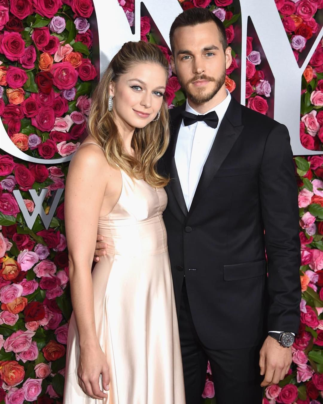 Just Jared On Instagram Melissabenoist And Boyfriend Chriswood Make Their Red Carpet Debut As A Couple At The Melissa Supergirl Melissa Benoist Chris Wood