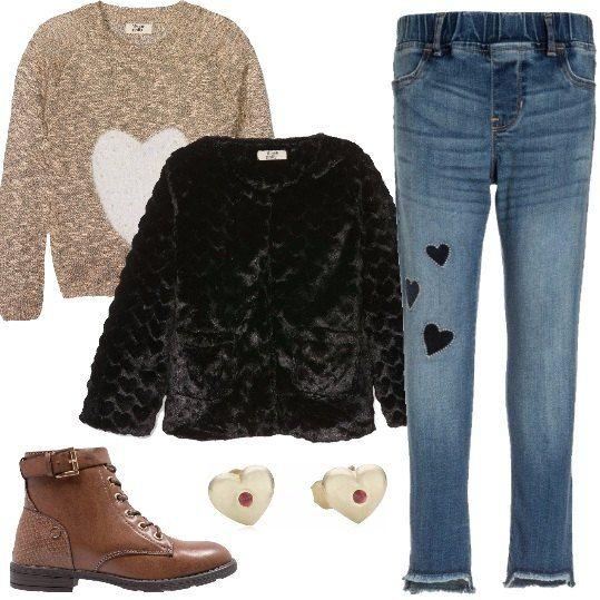 pretty nice f1ab7 343b0 Jeans skinny alla caviglia, maglione con cuore, giubbotto in ...