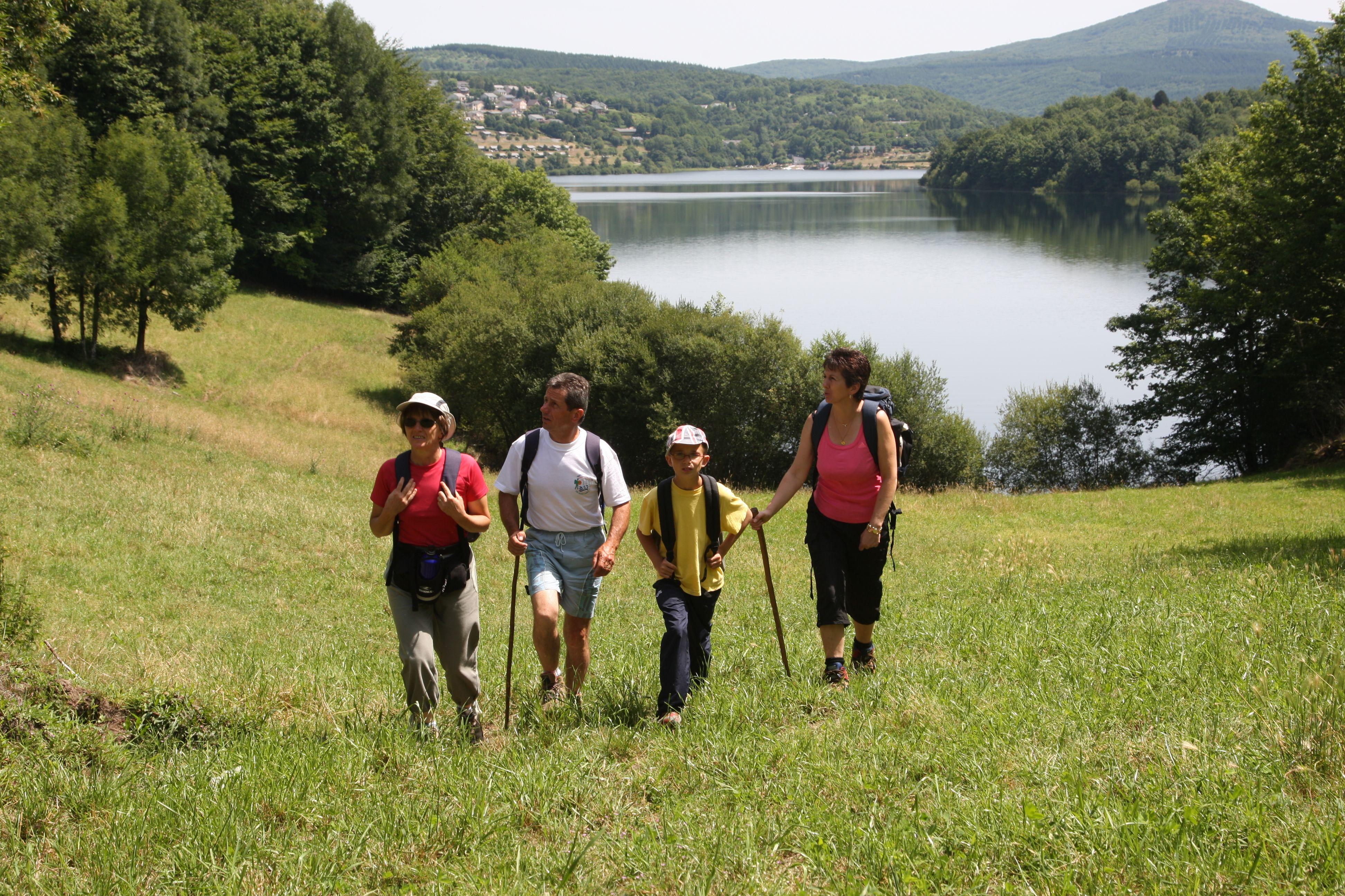 Camping aan het meer lac du laouzas.