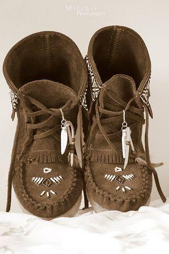 581a1938b96d9 ➳➳➳☮American Hippie Bohemian Boho Bohéme Feathers Gypsy Spirit Style-  Moccasin Boots