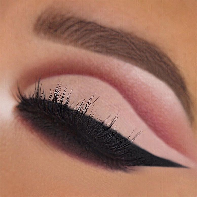 Fabulous eye makeup ideas make your eyes pop - Cut crease anastasiabeverlyhills Modern Renaissance Palette Dipbrow Medium Brown sigmabeauty Wicked Gel Liner #eyemakeup #makeup #eyes #beauty